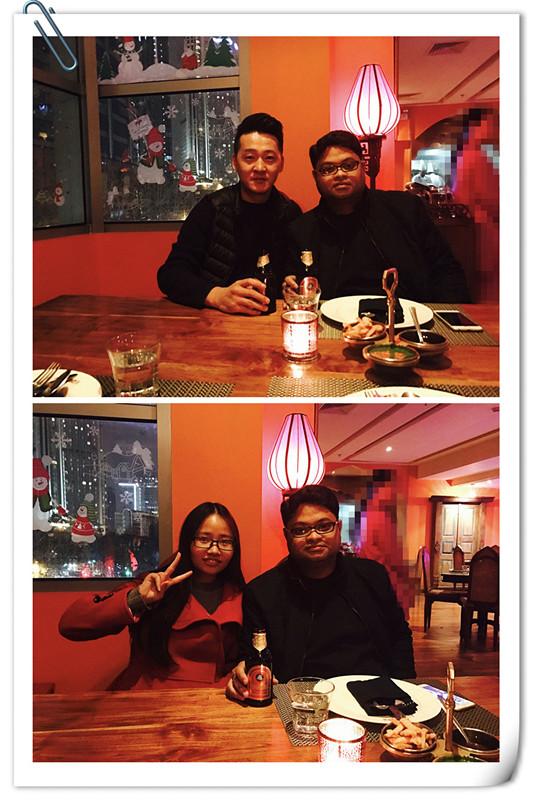 take photos with the India customer.jpg